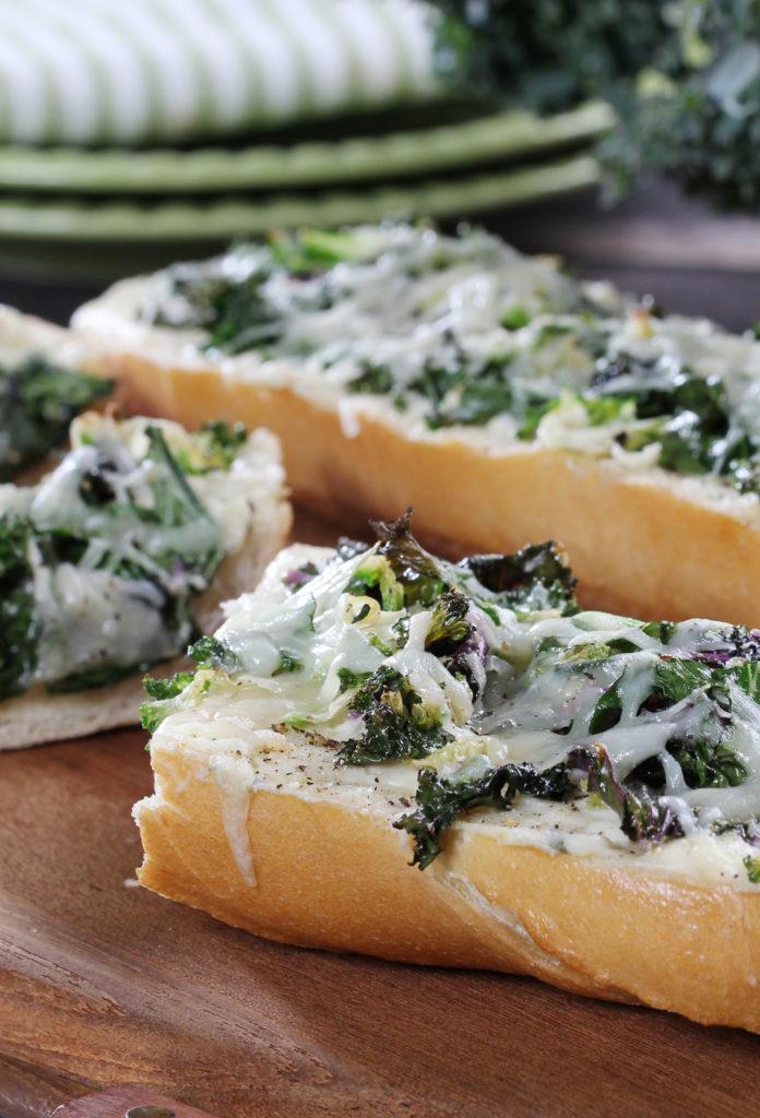 Salad Savoy Cheesy Bread